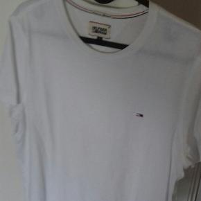 Tommy Hilfigher Tee.  Large.  Byd.