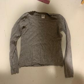 Brugt en del gange, men fejler ingenting Helt normal stram sweater   Str S/XS, fra Vero Moda