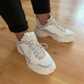 H&m sneakers  Størrelse 37 Prøvet på en gang Står som nye
