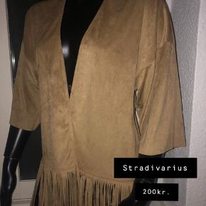 New poncho with tag from stradivarius. 90% polyester 10% elastane. Size S.