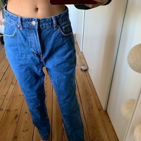 Sælger disse fine bukser fra Bershka. Sælger dem, da jeg desværre må erkende de er for store