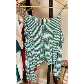 Sød off-shoulder bluse i stribet hvid/Grøn med små blomster på. Brugt 1 gang.