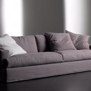 Sofa fra Rue Verte. Model James. Nypris 58.000 kr.  Brugt og kan med fordel ombetrækkes eller bare farve betrækket. Det hele kan tages af. Er også fin som den står. Længde: 255 cm. Den største model.  Perfekt til sovesofa/seng.  Fantastisk komfortabel. Se mere på Rue Verte's web site. De kan også levere nyt betræk i alverdens farver, materialer etc.