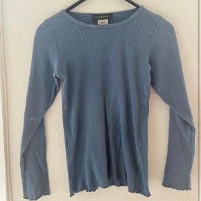 Rosemunde bluse 152  - fast pris -køb 4 annoncer og den billigste er gratis - kan afhentes på Mimersgade. Kbh n - sender gerne hvis du betaler Porto - mødes ikke andre steder - bytter ikke