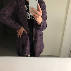 Co'couture blazer i lilla helt ny med prismærke str. Medium  Np: 1200kr. Byd
