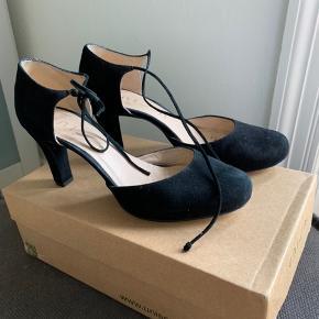 Lækre sko i ruskind. Hæl 7cm. Brugt 2 gange