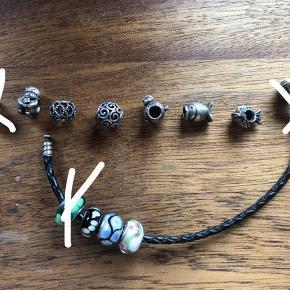 """Fine vedhæng alle fra Pandora. Selve armbåndet er også derfra. 50 kr. pr. del.   Aldrig brugt.   Kæden, det grønne glas led og sølv-""""pengeposen"""" er blevet solgt"""