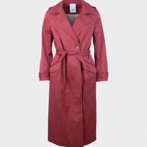 Trenchcoat fra Won hundred. Brugt 1 gang men er desværre lidt for stor. Smukkeste varme rosa farve.  Bytter ikke. Købspris 2500
