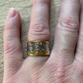 Klassisk fusion ring fra Georg Jensen str 57  Med 8 brillanter .  Brugt ganske lidt og kan nemt pudses op ved køb.  Ny pris 21.600kr Sælges for 10.000kr