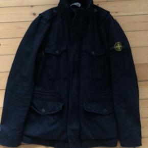 Stone Island jakke, med rulle hætte