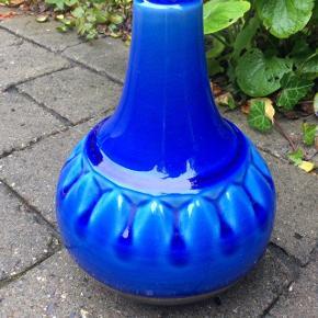 """En Søholm lampe """"Susan Himmelbå"""" vil elske💙 Nr 1043, er 23 cm  høj inklusiv fatning. Nr. 1014. Fungerer perfekt. Pris 390 kr."""