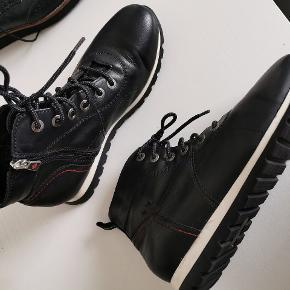 Dame forskellige støvler str40 100kr til 150kr