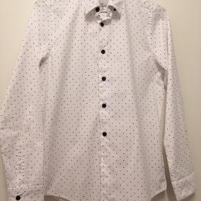 Super fin skjorte. Er brugt 1. Dag. Som ny. 13-14.år/L .