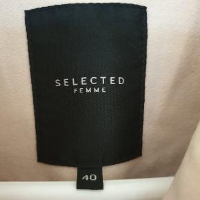 Super fin frakke, overgangs, lækker kvalitet. Brugt men fin.  Sælges billigt. 100 pp.