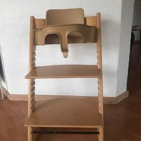 Trip trap stol inkl. babysæt (ryg og bøjle) samt betræk. Pæn stand!