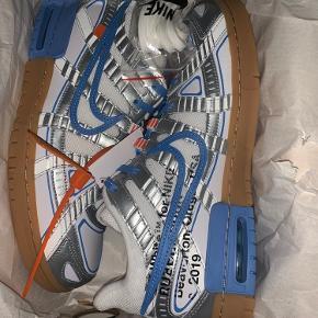 Nike off White  I kender skoen  Pris 2050kr fast pris  Fortsæt rigtig god dag
