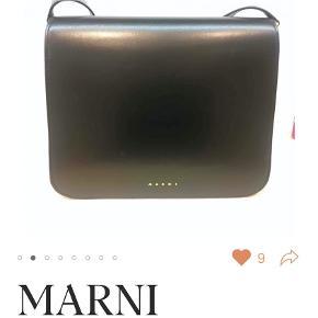 Marni Trunk Bag i sort - købt på Vestiaire, stadig med mærke i og helt ny, ubrugt.  Dustbag og æske medfølger. Mål: 28 x 23 cm