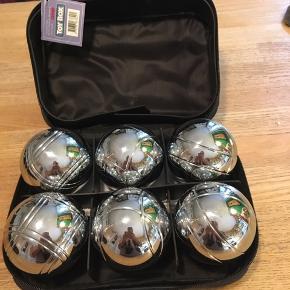 Toy Box petanque 6 kugler i lille lærredskuffert.  50kr Kan hentes Kbh V