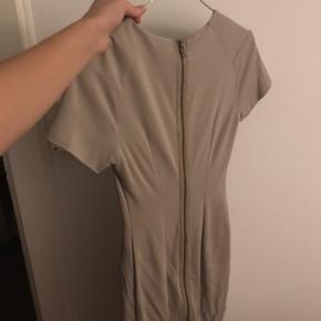 Rigtig fin figursyet kjole i det lækreste stof fra Tiger of Sweden. Kom med bud :)