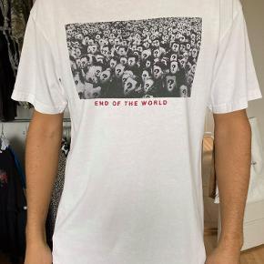 T shirt fra Le Fix i str. L. Brugt få gange.
