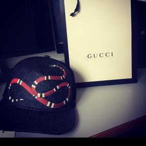 Sælger den Gucci cap, da jeg ikke får den brugt.Den er brugt 3 gange.  Er åben for bud  - Sender gerne