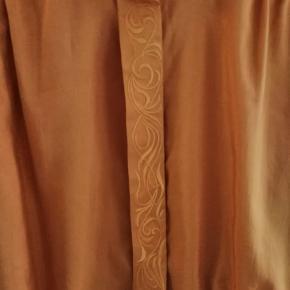 Vintage skjorte med brodering / broderinger og pufærmer