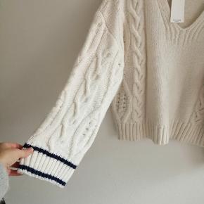 Dejlig blød og varm sweater med vrede ærmer.
