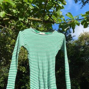 Grøn og hvid stribet trøje fra Mads Nørgaard🤍💚 I str. xs