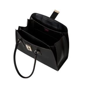 Furla Milano tote i sort læder.  Købt på Zalando sidste år og brugt få gange. Sælger den fordi jeg ikke får den brugt og den derfor bare står i skabet. Furla dustbag medfølger. Nypris 1.495,00 kr