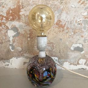 Fantastisk lampe med smuk brevpresser kugle ❤️