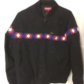 Sælger denne suprême jakke, god til det kommende lortevejr Mp 700 Bin 1150 Størrelse m  Kig mine andre annoncer også:)