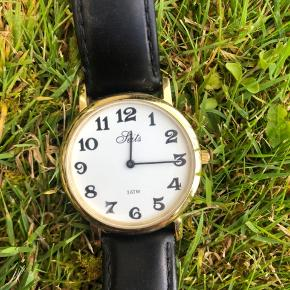 Seits ur med sort læderrem og guld kant Skal have skiftet batteri Byd gerne