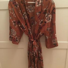 Rosemunde kimono