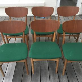 6 fede spisebordsstole med teaktræs ryg og egetræs stel. Stolen minder meget om Børge Mogensen, Ib Kofod Larsen eller Jens Hjort design men kan ikke helt finde designeren på dem.