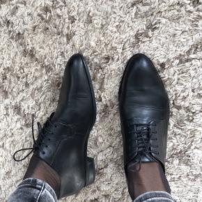 Jeg sælger mine Vagabond sko i rigtig god stand og den fineste kvalitet. De var brugte ca. 10 gange ig har ingen mærke af slid. Str. 37 og passer  godt 37 og 37,5 Ægte læder   Nyprisen var 799kr