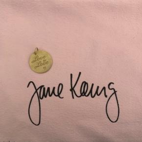 Jane Kønig vedhæng (limited edition- kan ikke længere købes). Farven er falmet en smule. Prisen er eksklusiv fragt!