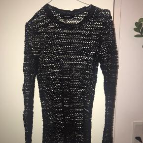 Cool nettrøje fra Isabel Marant, fås ikke længere - meget stretchy i stoffet, så fitter mange størrelser🌹