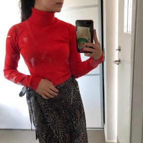 Lækker og blød bluse fra Vero Moda Str: M Prisen er ikke fast, så byd endelig :)
