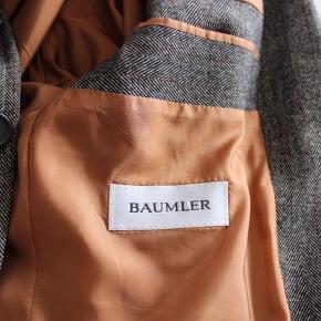 Baumler super flot Tweet jakke, kun brugt få gange. Nypris 2000kr, byd gerne