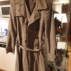 Flot overgangs frakke i str. M (10)  Dejligt stof - flot bælte  #30dayssellout
