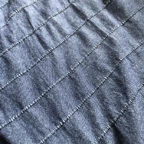 Ikea sengetæppe. Sælges grundet jeg har købt et nyt.  1 måned gammel 150x250 cm