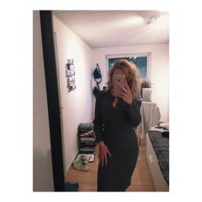 Lang grå kjole fra InWear i størrelse 38.