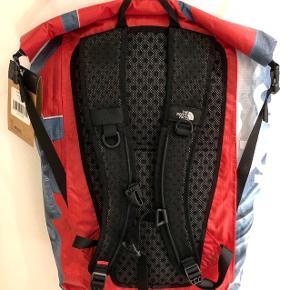 Helt ny. Tagget er kun lige taget af.  Kvit sendes på mail.  Stor taske med plads til alt, samt 100% vandtæt.