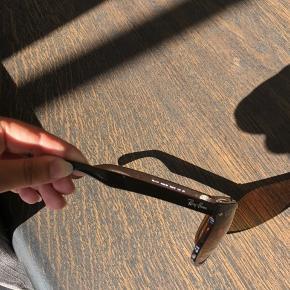 Sælger de her Rayban solbriller, super lækre her til vejret  Stand. Som nye prøvet på  Mindstepris 500,- Køb nu pris 600,- Nypris 1600,-