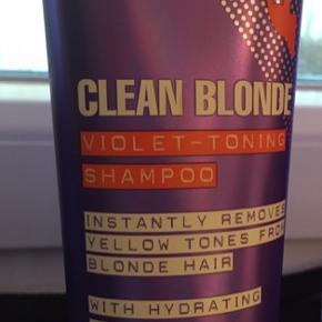 Fudge clean blonde violet toning shampoo.  Den har været brugt af to gange.