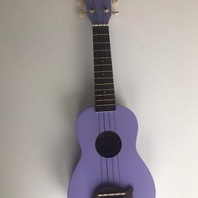 Fin makala ukulele Har nogle små ridser på bagsiden, ellers fejlfri, der kan sendes flere billeder efter interesse  BYD🌼