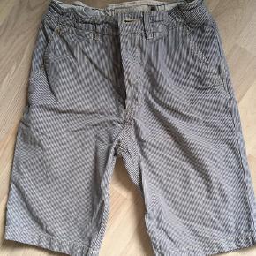 H&M shorts med striber. Str 146 Fra ikke rygerhjen