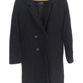 Fin frakke fra Monki, passer en str. XS/S. Se flere billeder nedenunder:)