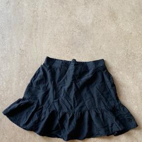 Custommade nederdel. Byd gerne.   Husk at tjekke min profil ud for andre items 💗