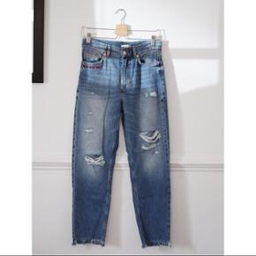 """""""Girls bite back"""" ankel jeans fra H&M Str. 40  Kun brugt en enkelt gang"""